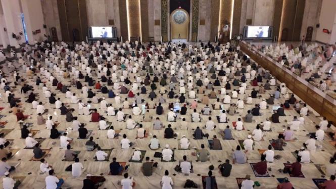 Suasana Salat Idul Fitri di Masjid Nasional Al Akbar Surabaya, Kamis 13 Mei 2021