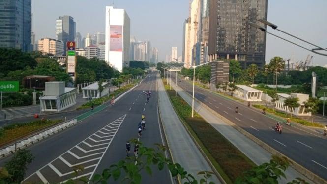 Jalan Sudirman, jekarta lengang di hari pertama Idul Fitri 2021.