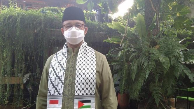 Anies Shalat Id gunakan sorban berbendera Palestina.