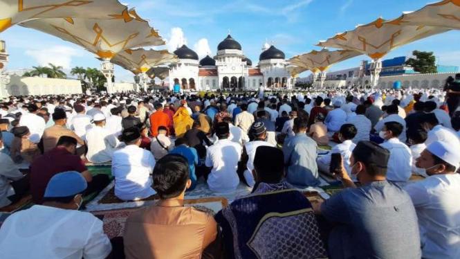 Jemaah salat Id di Masjid Baiturrahman Aceh membeludak