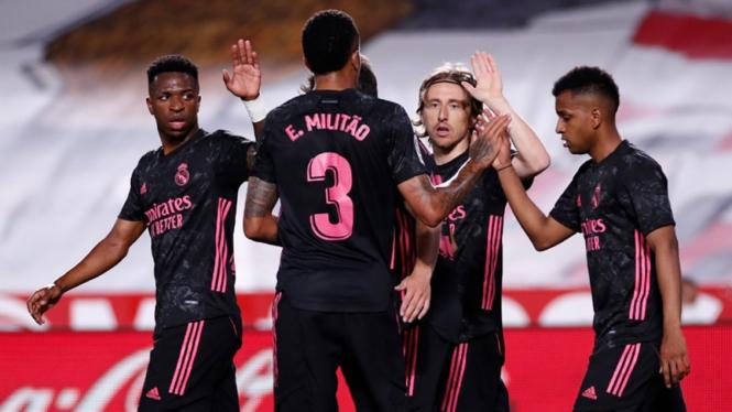 Pemain Real Madrid merayakan gol