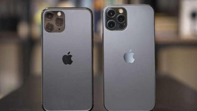 iPhone 12 vs iPhone 13 (ilustrasi).