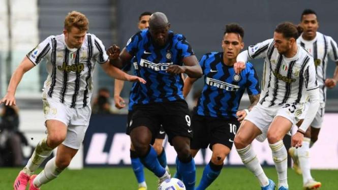Duel Juventus vs Inter Milan.