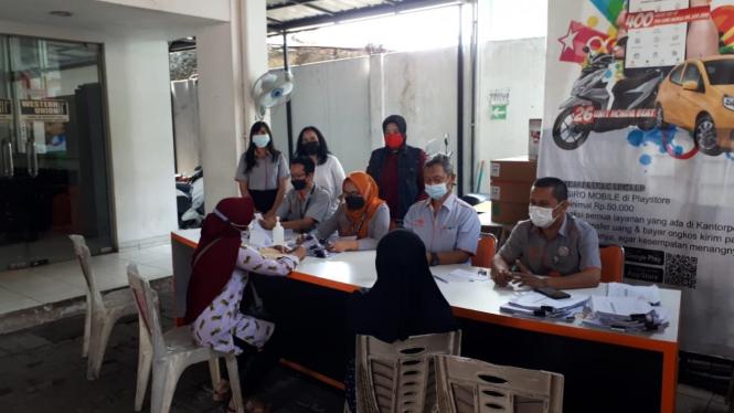 Kemensos bekerja sama dengan PT Pos Indonesia dalam penyaluran BST.