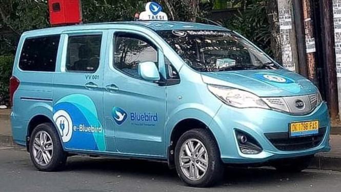 Mobil baru armada Bluebird.