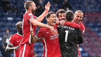 Kiper Liverpool merayakan gol