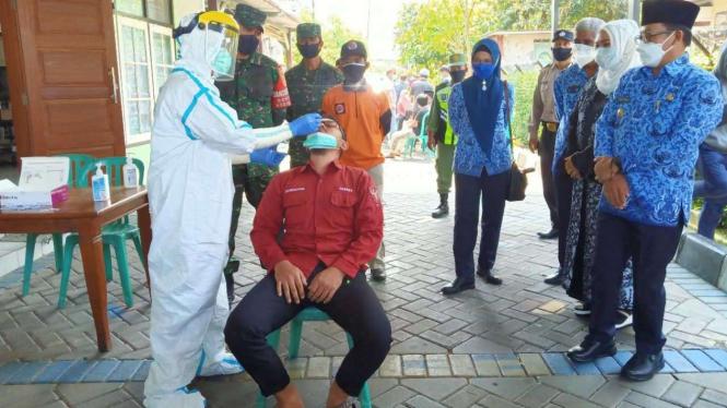 Swab Massal Warga Perumahan Bukit Hijau dan Permata Hijau, Malang Jatim.