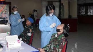 VIVA Militer: Lantamal III gelar test Swab Antigen secara massal