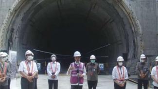 Presiden Jokowi dan Menko Marves Luhut Pandjaitan tinjau progres kereta cepat