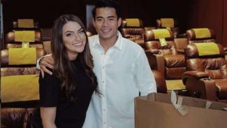 Nurhidayat Haji Haris bersama sang kekasih, Sarah Ahmad Almusaiteer.