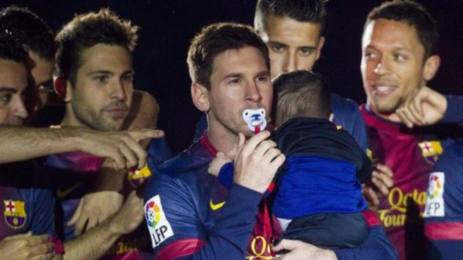 Lionel Messi gunakan empeng bayi saat Barcelona juara LaLiga 2013