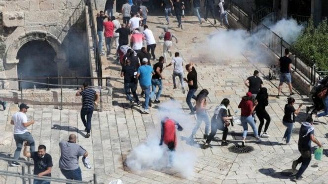 Warga Palestina berunjuk rasa di Kota Tua Yerusalem, Selasa 18 Mei 2021.