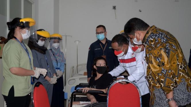 Direktur Kepesertaan BPJAMSOSTEK, Zainudin saat meninjau kepulangan Pekerja Migran Indonesia (PMI).
