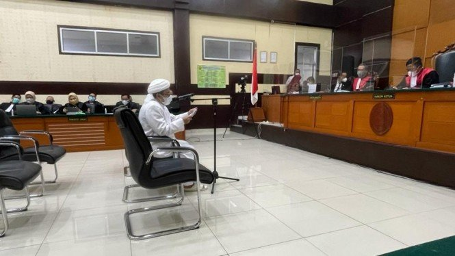 Habib Rizieq Shihab dalam persidangan di PN Jakarta Timur