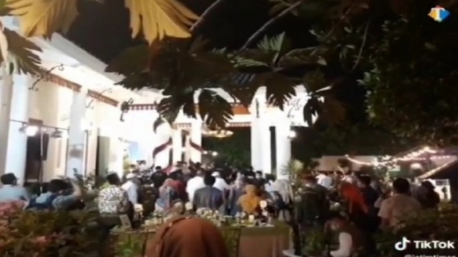 Pesta ulang tahun Khofifah dan Emil Dardak didatangi banyak orang viral
