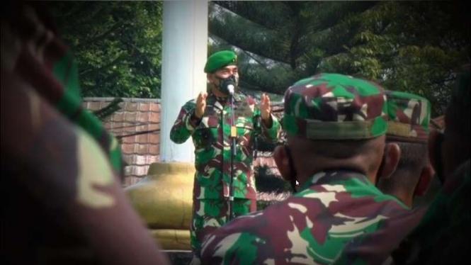 VIVA Militer: Waaspers Kasad Brigjen TNI Hadi Basuki kunjungi Mako Yonif 315/Grd