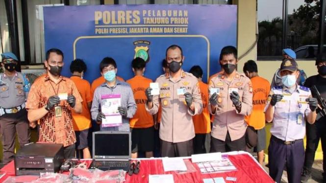 Polisi menangkap wisatawan yang palsukan surat tes swab antigen