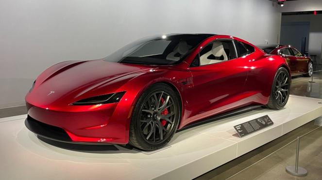 Tesla Roadster generasi baru.