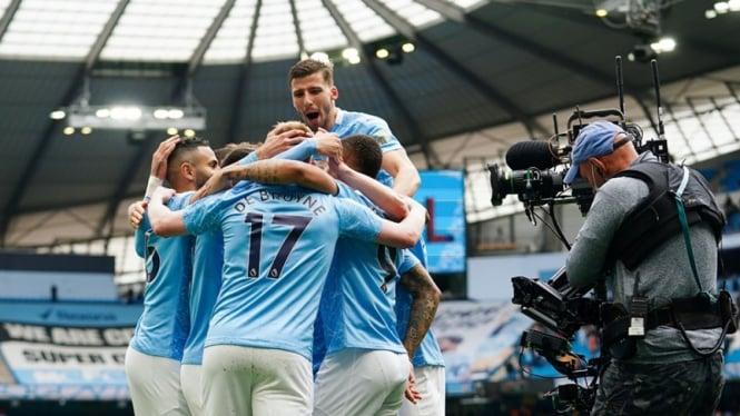 Pemain Manchester City merayakan gol ke gawang Everton