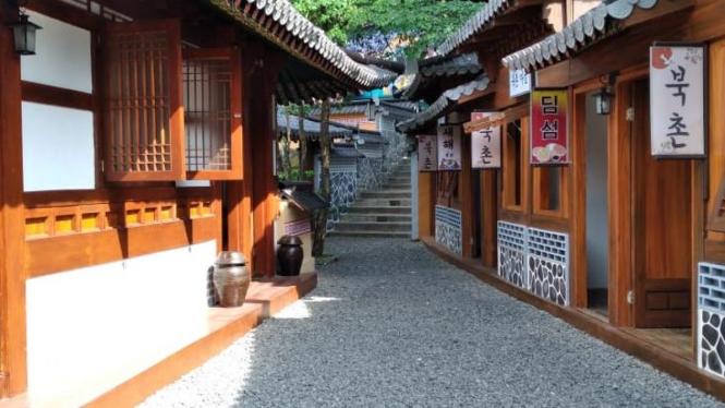 Salah satu spot di anjungan Korea Taman Wisata Karangresik Tasikmalaya (Koleksi Pribadi)
