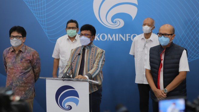 Menkominfo Johnny G Plate dan Direktur Utama Telkomsel Setyanto Hantoro.