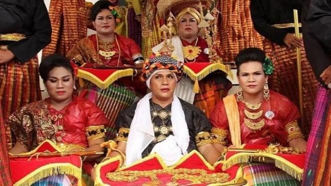Potret Bissu Dalam Ritual Kebudayaan Bugis (Foto/wikipedia)