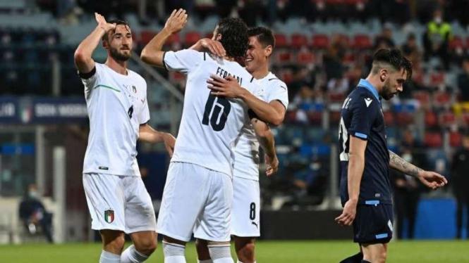 Timnas Italia rayakan gol ke gawang San Marino.