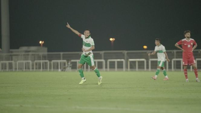 Gelandang Timnas Indonesia, Evan Dimas merayakan gol ke gawang Oman