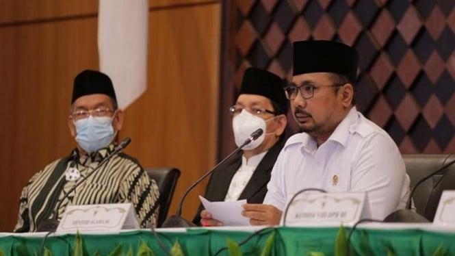 Menteri Agama Yaqut Cholil Qoumas saat mengumumkan pembatalan haji 2021
