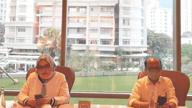 Sekjen Kemnaker Anwar Sanusi dan Dirjen PHI dan Jamsos Indah Anggoro Putri.