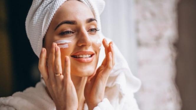 Ilustrasi wanita/skincare/kecantikan.