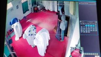 Aksi pria melecehkan jemaah perempuan terekam CCTV