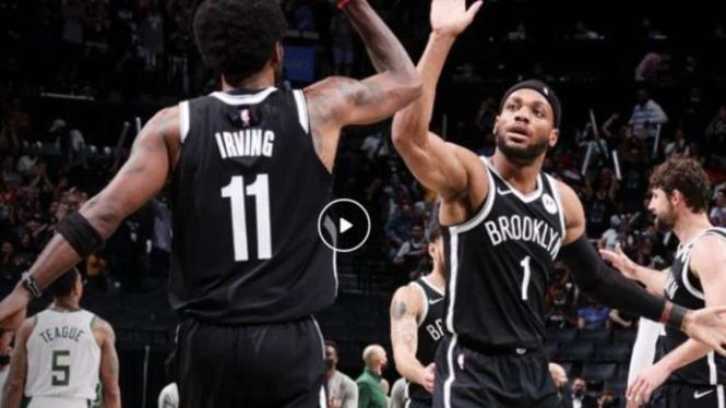Pemain Brooklyn Nets, Kyrie Irving dan Kevin Durant.