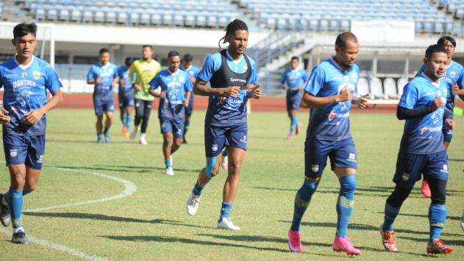 Persib Bandung menggelar latihan jelang Liga 1 2021