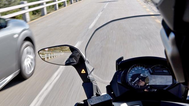 Ilustrasi blind spot pada motor