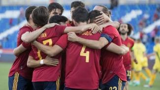 Timnas Spanyol merayakan gol