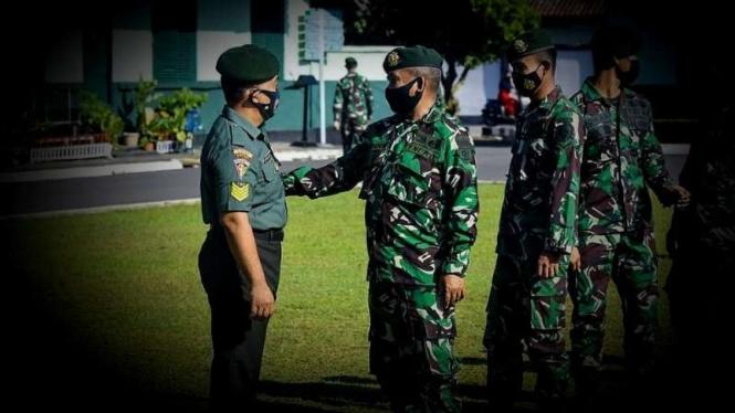 VIVA Militer: Upacara di Markas Batalyon Armed 11/Guntur Geni, Divisi 2 Kostrad