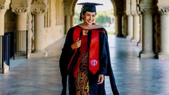 Maudy Ayunda lulus pendidikan magister di Stanford University