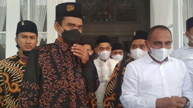 Ustaz Abdul Somad (kiri) dan Gubernur Sumut Edy Rahmayadi (kanan)