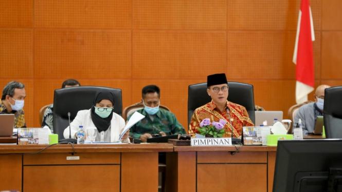 Komisi VIII DPR RI menggelar Rapat Dengar Pendapat (RPD) dengan Kemensos.