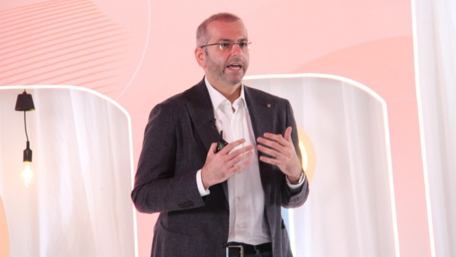 Direktur Utama Indosat Ooredoo, Ahmad Abdulaziz Al-Neama.