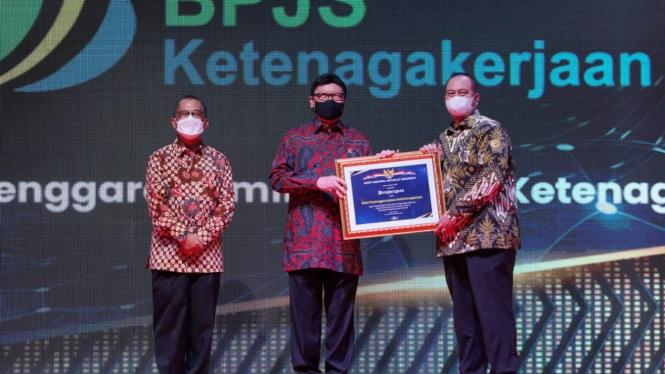 BPJAMSOSTEK meraih penghargaan Pengawasan Kearsipan