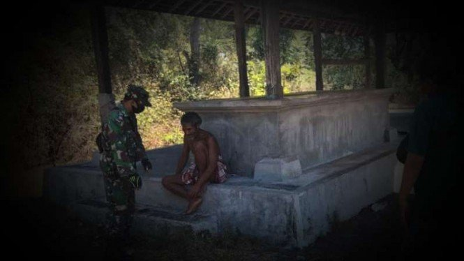 VIVA Militer: Serda I Gede Sudania amankan pelaku.