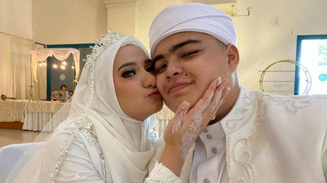 Adik kandung Alvin Faiz, Muhammad Ameer Azzikra menikah dengan Nadzira Shafa