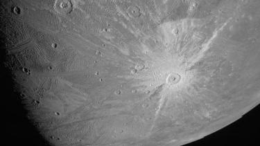 https://thumb.viva.co.id/media/frontend/thumbs3/2021/06/11/60c2ce1545c48-satelit-nasa-berhasil-memotret-ganymede-benda-langit-yang-ajaib_375_211.jpg
