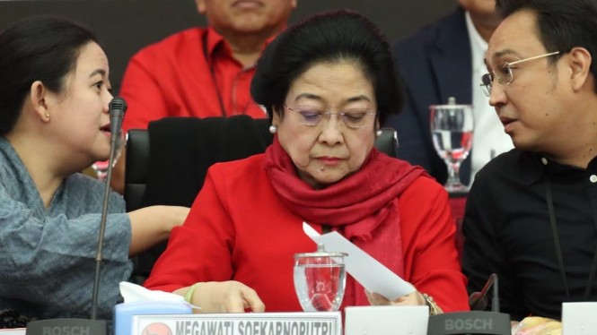 Megawati Diapit Kedua Anaknya, Puan Maharani dan Prananda Prabowo