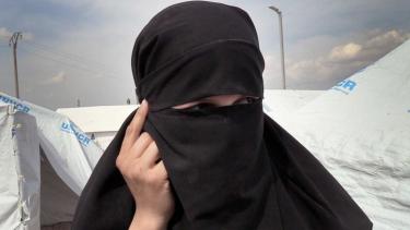 https://thumb.viva.co.id/media/frontend/thumbs3/2021/06/11/60c324fdc67f8-turki-bebaskan-pengantin-isis-asal-melbourne-karena-tak-ada-orang-lain-yang-mengasuh-anaknya_375_211.jpg