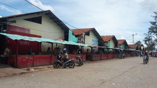 Aktivitas jual beli di Pasar Jibama, Kabupaten Jayawijaya, Papua.