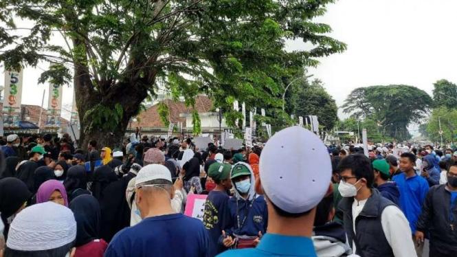 Ribuan orang massa FMPK kepung DPRD Kota Bogor