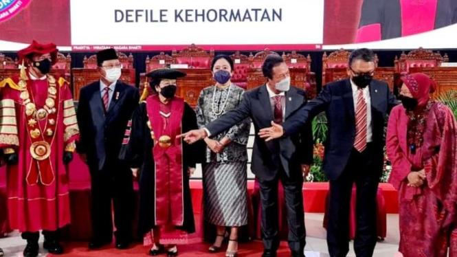 Megawati Soekarnoputri usai menerima gelar profesor kehormatan Ilmu Pertahanan bidang Kepemimpinan Strategik dari Universitas Pertahanan (Unhan) RI, di kampus Unhan, Sentul, Bogor, Jawa Barat, Jumat, 11 Juni 2021.